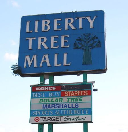 Liberty_Tree_Mall_Sign